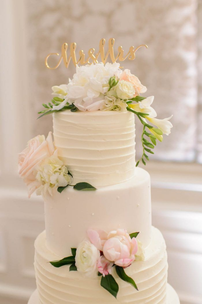 white wedding cakes best 25 buttercream wedding cake ideas on 27382
