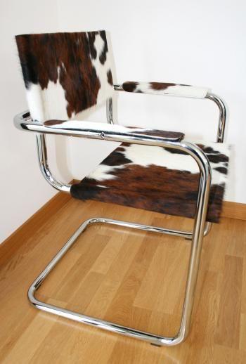 Chaise en peau de vache Normande avec accoudoir