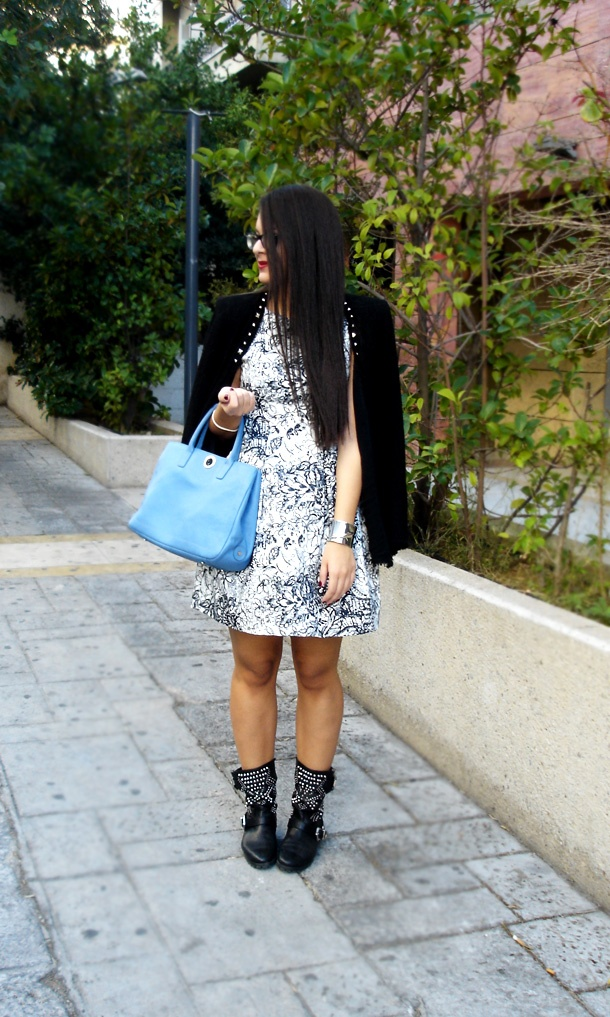 Black and white with a blue bag! @ZARA