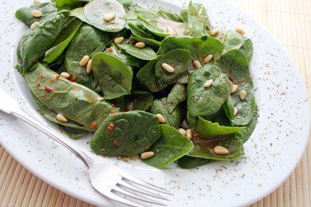 Σαλάτα με σπανάκι, αχλάδι και ρόδι - Συνταγές | γαστρονόμος