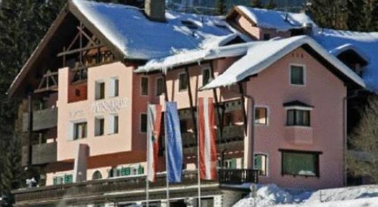 Hotel Mooserkreuz Sankt Anton am Arlberg Surrounded by the impressive mountains scenery of the Arlberg, this family-run hotel is just above the town centre of St. Anton. Hotel Mooserkreuz features an indoor pool, a Finnish sauna, and a steam bath.