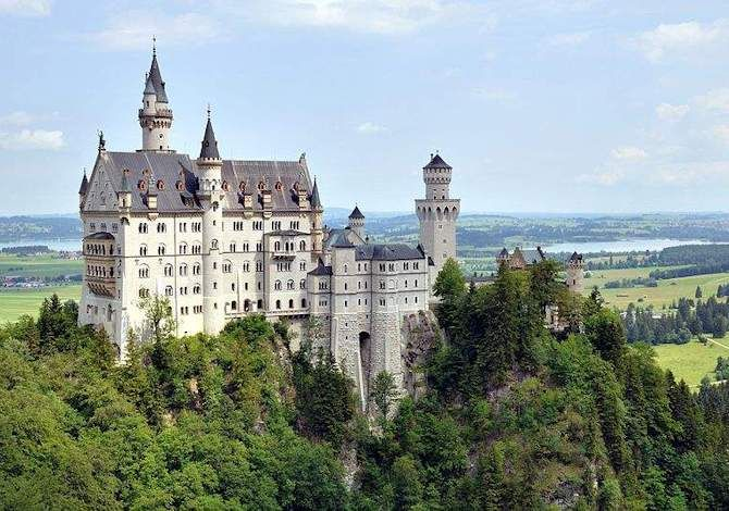 Il castelli di Neuschwanstein in estate - Germania
