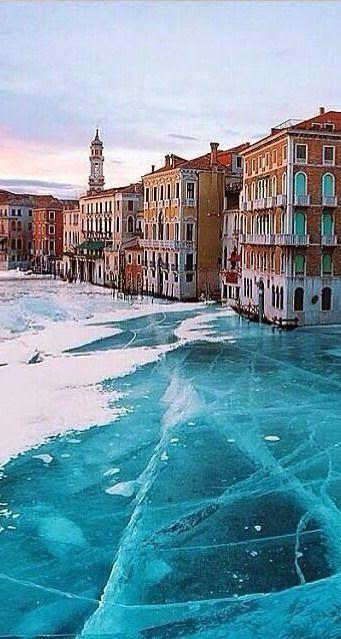 Frozen Venice, Italy More news about worldwide cities on Cityoki! http://www.cityoki.com/en/ Plus de news sur les grandes villes mondiales sur Cityoki : http://www.cityoki.com/fr/