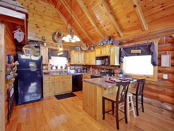 Merveilleux Pigeon Forge, TN: The Sugar Shack At Alpine Mountain Village Is A One Room  Cabin Located In The Heart Of Pigeon Forge And Just A Few Minutes From Gu2026  ...