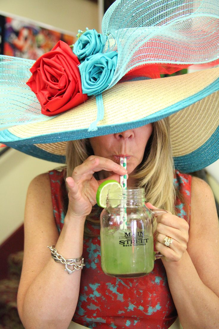 Kentucky Derby punch - great for a big party! http://www.food.com/recipe/mint-julep-punch-91060