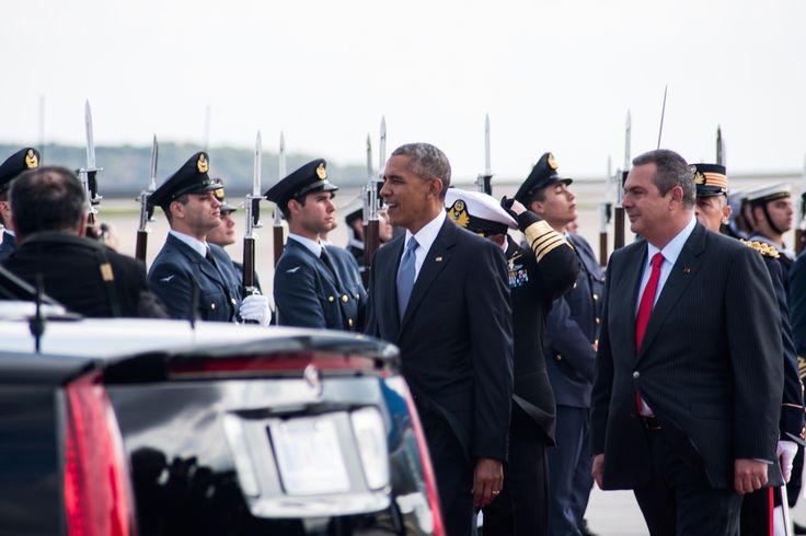 Περιμέναμε τον Ομπάμα στο αεροδρόμιο για 182 λεπτά: Ο «άτακτος» ρεπόρτερ της Βild, οι ελεύθεροι σκοπευτές και το στραβό χαλί