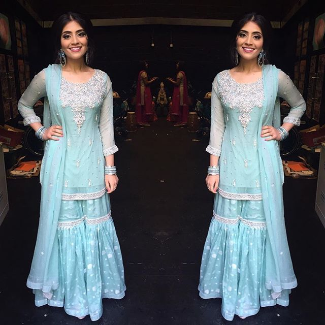 If she's Jasmine then I'm Elsa ✨ light blue gharara Thank you Safi @bridalbeautystudio for the hair and make up she is amazing guys #pakistani #wedding #mehndi #gharara #ialwayssaidiwaselsa #andsadiawasthelittlegingerone