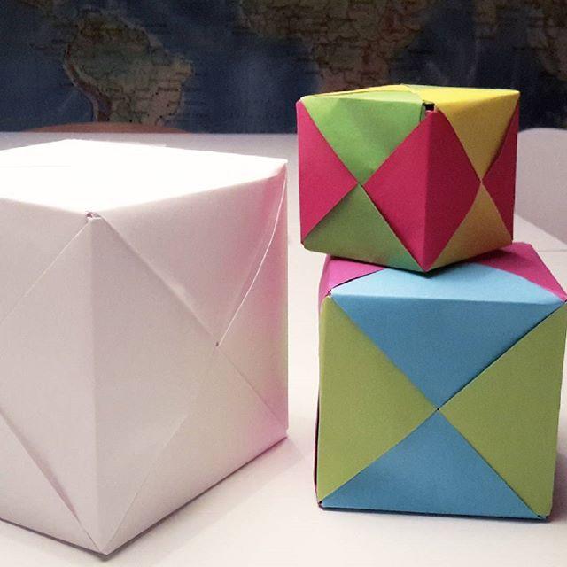 X-kuber. Kul att vika! Blir riktigt stabila när man får ihop dem. Här har vi använt papper i storlekarna A5, A4 och A3.