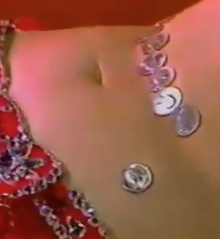 You Won't Believe What This Woman's Abs Can Do With 9 Quarters