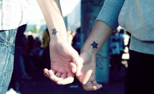 20 Heart Grasping Tattoo Designs for Couples