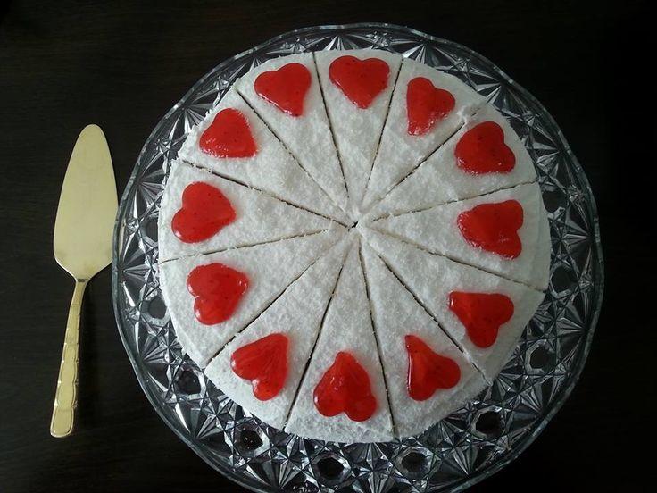 Kalpli Pasta  Hazır pasta tabanı 1 paket dolgu kreması 1 paket krem şanti  1 bardak süt 1paket Hindistan cevizi 1paket meyveli sos