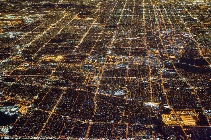 Los Angeles nocą. Tu zapotrzebowanie na energię jest olbrzymie.