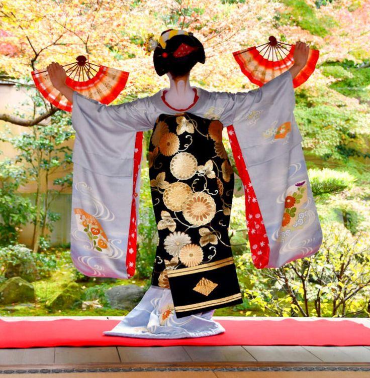Maiko. So beautiful kimono and Obi. Kyoto. Japan.