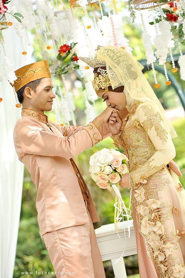 Pernikahan yang romantis ^^ .  Phone  WhatsApp: 0857 0111 1819 . YM  email: foto.ceria@yahoo.com . PIN BB: 2 5 B 3 E 6 8 7 . Facebook: Foto Ceria . LINE  Instagram: fotoceria . Twitter: @fotoceria . Website: www.fotoceria.com  . fotoceria prewedding couple wedding pernikahan perkawinan menikah pengantin foto fotografer weddingphotographer Sleman Yogyakarta Jogja love happy romantic smile ceria muslim jilbab hijab AkadNikah outdoor CeriaLovers SharePict