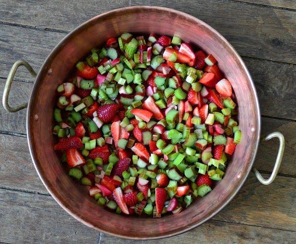 Homemade rabarber-aardbeienjam | Koks in Frankrijk - Kookvakanties | traiteur | recepten