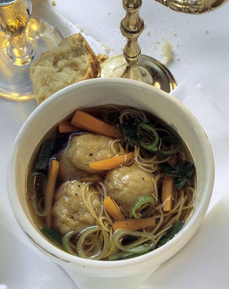 Jüdische Suppe mit Matzeknödel - smarter - Zeit: 45 Min. | eatsmarter.de