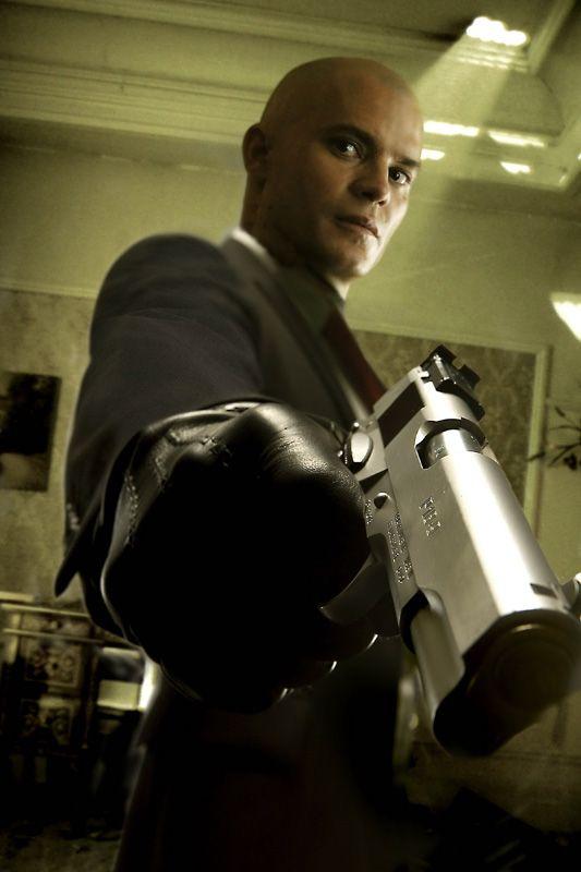 ティモシー・オリファントの迫力のシーン。映画「ヒットマン」から。