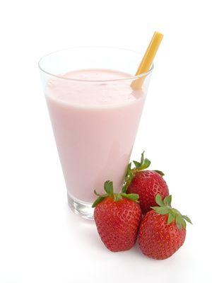 Diät Shake Rezept: Power Erdbeer Shake. Mit Proteinen, vielen Vitaminen und Mineralien. Auch mit tiefgefrorenen Erdbeeren im Winter suuper lecker :)
