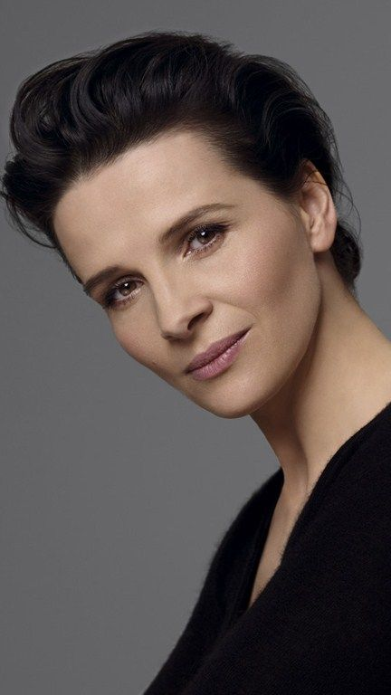 Beautiful Juliette Binoche, her makeup is great in this shot