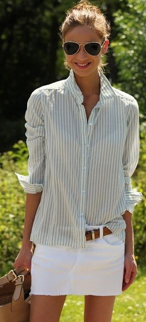 Falda blanca, blusa menta rayas o puntos, cinturón