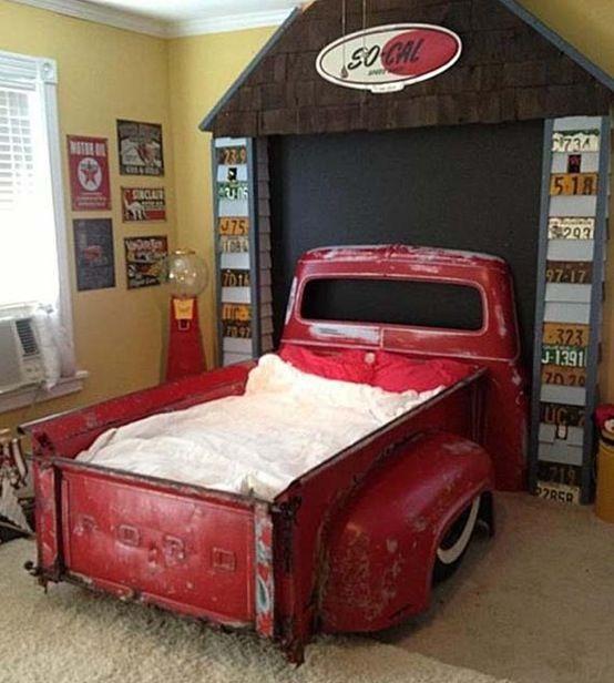 Lag seng til barna av gamle og kule biler, eller deler av biler!