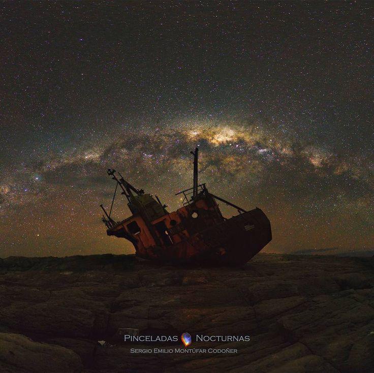 25 отметок «Нравится», 1 комментариев — Космические путешествия (@space.journey) в Instagram: «Ничто не вечно под звёздами.  Млечный Путь над старым кораблём в местности Кабо Расо, провинция…»