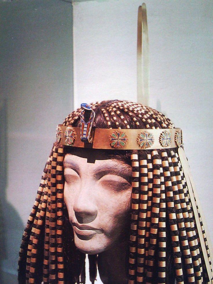 Crown of Princess Sat-hathor-yunet, daughter of Senwosret ...