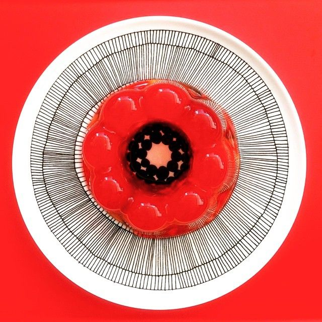 "Indulge yourself with this Marimekko ""siirtolapuutarha"" dinner plate! Available at http://kiitosmarimekko.com/products/siirtolapuutarha-dinner-plate-black-white"