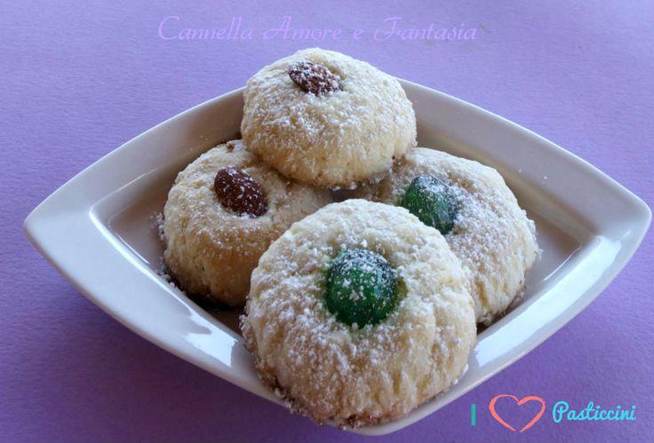i pasticcini siciliani sono i tipici dolci di mandorla perfetti per un tè o caffè tra amici o da preparare per il pranzo della domenica.Profumati e golosi.
