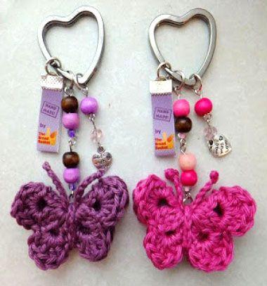 Easy crochet butterfly keychain - free crochet pattern // Egyszerű horgolt pillangó kulcstartó (ingyenes horgolásminta) // Mindy - craft tutorial collection // #crafts #DIY #craftTutorial #tutorial