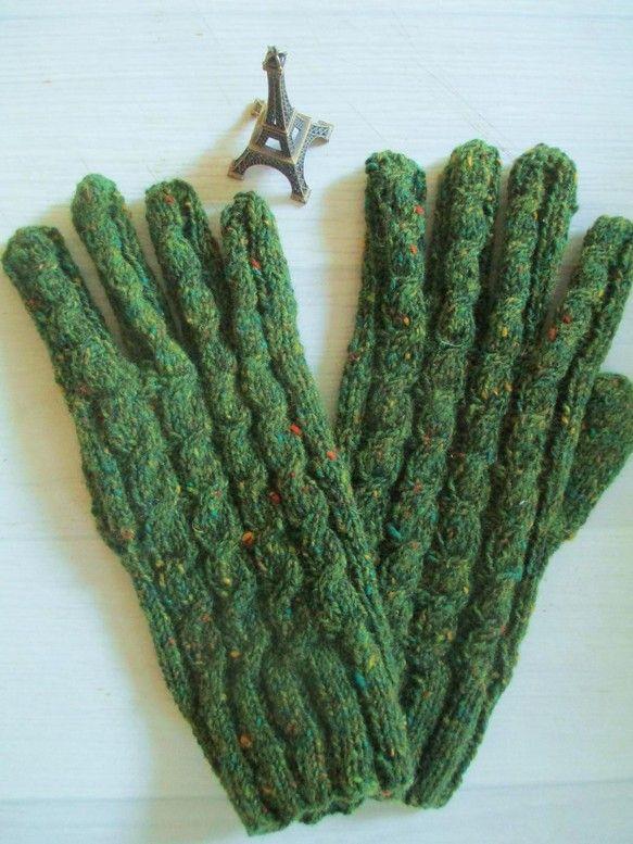 深い緑にところどころに黄色や赤、オレンジなどが入った上品でクラッシックな毛糸で編み上げました。カジュアルにもクラッシックなスタイルにも合い、流行に左右されず長...|ハンドメイド、手作り、手仕事品の通販・販売・購入ならCreema。