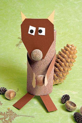 Ganz einfach aus Naturmaterialien ein niedliches Eichhörnchen basteln.