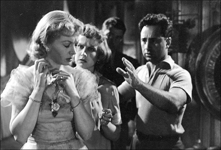 an analysis of the movie a streetcar named desire by elia kazan Detailed review of the film a streetcar named desire (1951) directed by elia kazan, and starring vivien leigh, marlon brando, kim hunter.