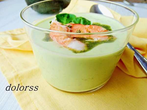 Crema de aguacate con gambas (sin cocción) | Cocinar en casa es facilisimo.com