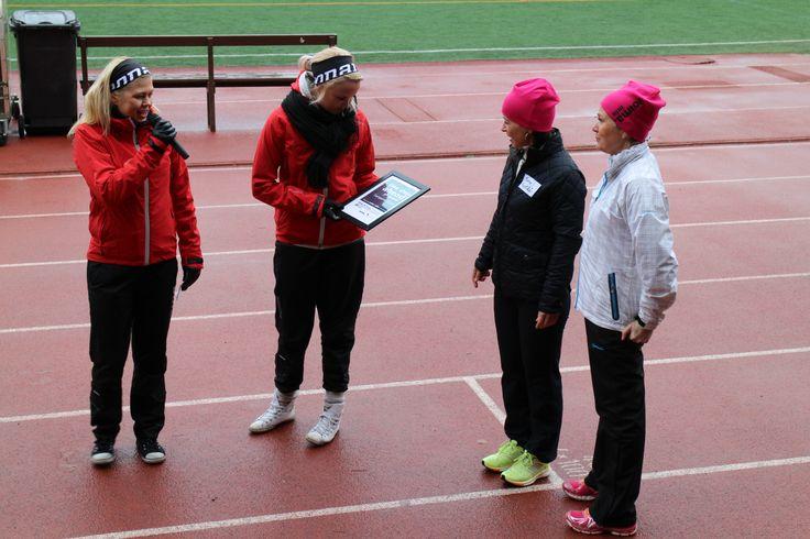 """Yrityspalvelu Voiman tytöt nappasivat """"One Step Ahead"""" -palkinnon kävelemällä työnhakijoiden kanssa yli 5km. Onnea!"""