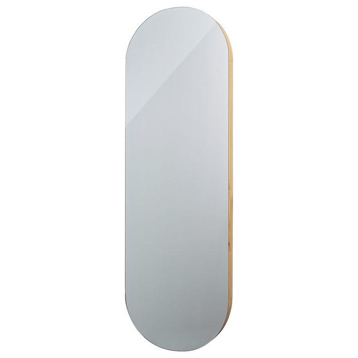 Niet rond, niet vierkant, maar ovaal. Wij doen het eens wat anders, moets het Deense woonmerk Bloomingville gedacht hebben, toen zij deze ovaalvormige spiegel ontworpen. Bloomingville staat bekend om haar wooncollectie met een speelse touch en ook deze grote spiegel past perfect onder deze noemer. De mooie spiegel heeft een houten frame en een elegante uitstraling. Geschikt voor diverse interieurstijlen.  Afmetingen: W40 x H120 cm. Materiaal: Hout.  LET OP: Dit product kan i.v.m. haar…