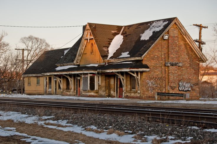 Ingersoll Train Station is abandoned and is a great site for interesting engagement photos.