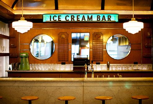 A new art deco soda fountain and ice cream shop just opened in Cole Valley, San Francisco. Friendly's Ice Cream, Ice Cream Parlor, Best Ice Cream, San Francisco With Kids, San Francisco Bars, Old Fashioned Ice Cream, Architecture Restaurant, Restaurant Design, Vintage Ice Cream