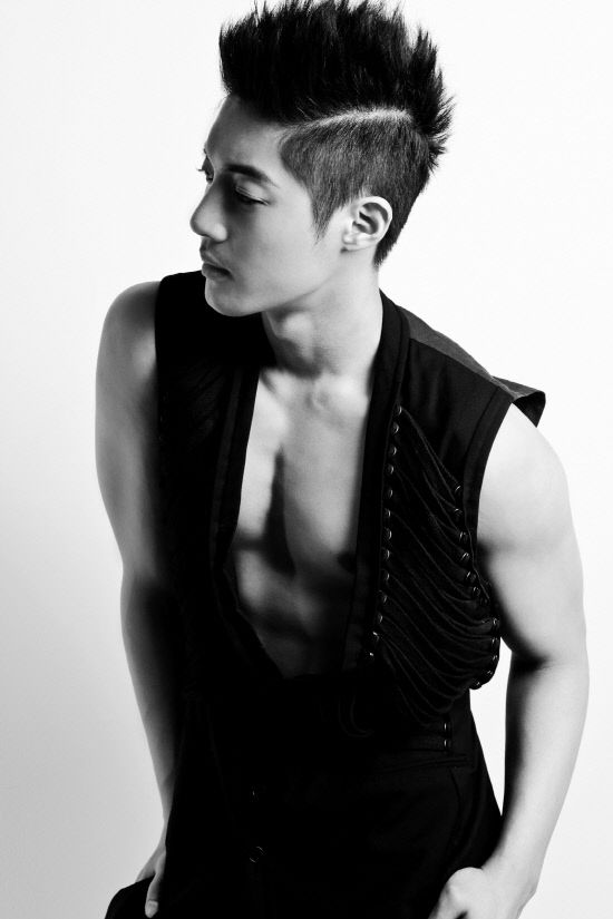 "Kiss World Korea 세계 한국 키스: Kim Hyun Joong revela nuevas fotos de álbum ""Break Down"" de edición limitada"