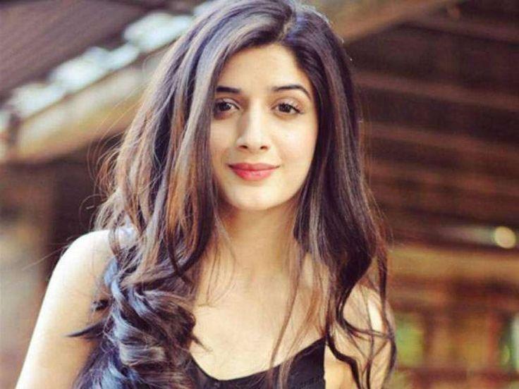 Mawra Hocane is a Beautiful  Pakistani Actress, She works           in many pakistani dramas.Click here to watch all Pakistani dramas, its review, celebrities news etc. Click here:vidpk.com
