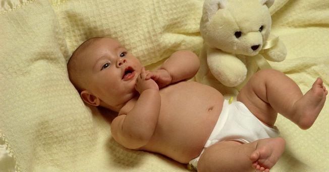 Cuando los pequeños mueren mientras duermen sin causa aparente, se le conoce como muerte súbita del lactante; la mayoría de estas muerte se producen mientras los bebés están acostados por lo general boca abajo y con ropa de cama.