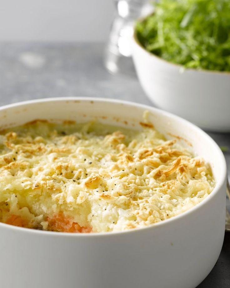 Een supereenvoudige maar overheerlijke ovenschotel met zalm, aardappel en knolselder. Puur comfortfood voor op een herfstige of winterse dag. Smakelijk!