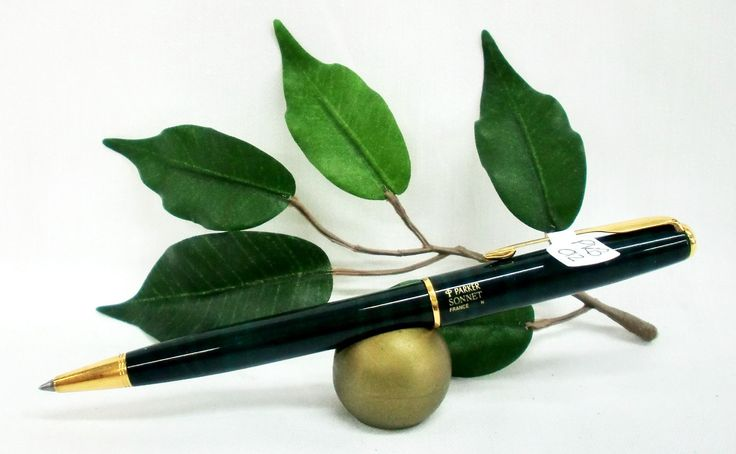 Parker Sonnet Ballpoint Pen Green Marble with Gold Trims Gift Boxed Last One (PKB012)