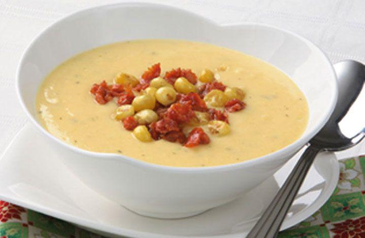 Anímate a preparar esta deliciosa y fácil sopa de choclo con queso y chorizo.  #Crema de Leche #NESTLÉ