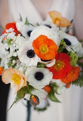 minimal done very very well. orange poppies + white anemones take the bouquet from somewhat expected to not so usual