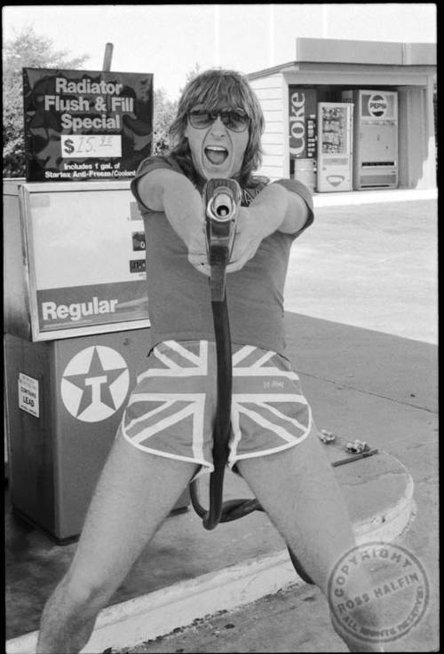 Can't help but look for the gas price! HA HA