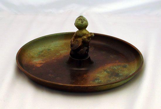 Bidgoods of Rye for Studio Pottery, British Art Pottery, pre war and post war ceramics and art glass. Also Scandinavian ceramics.