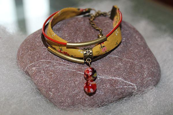Réalisation de bracelets avec biais/ tissu Liberty, Frou Frou, cordons en cuir et breloques
