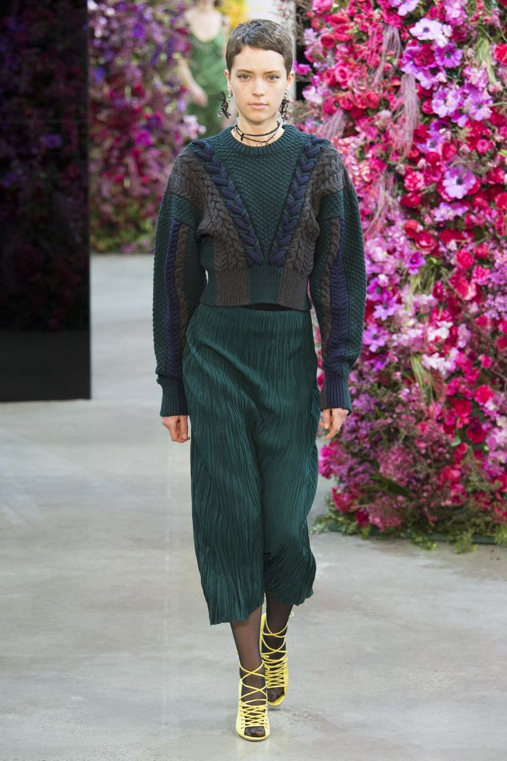 The complete Jason Wu Fall 2018 Ready-to-Wear fashion show now on Vogue Runway.