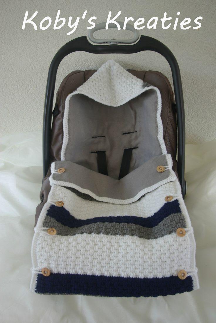 Heerlijk gevoerde trappelzak voor in de MaxiCosi van #KobysKreaties Gehaakt in de mandensteek. Voor meer baby- en kraamcadeaus: www.facebook.com/kobyskreaties